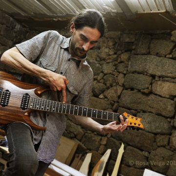 As matemáticas… para facer guitarras, según o luthier Jesús Rodríguez